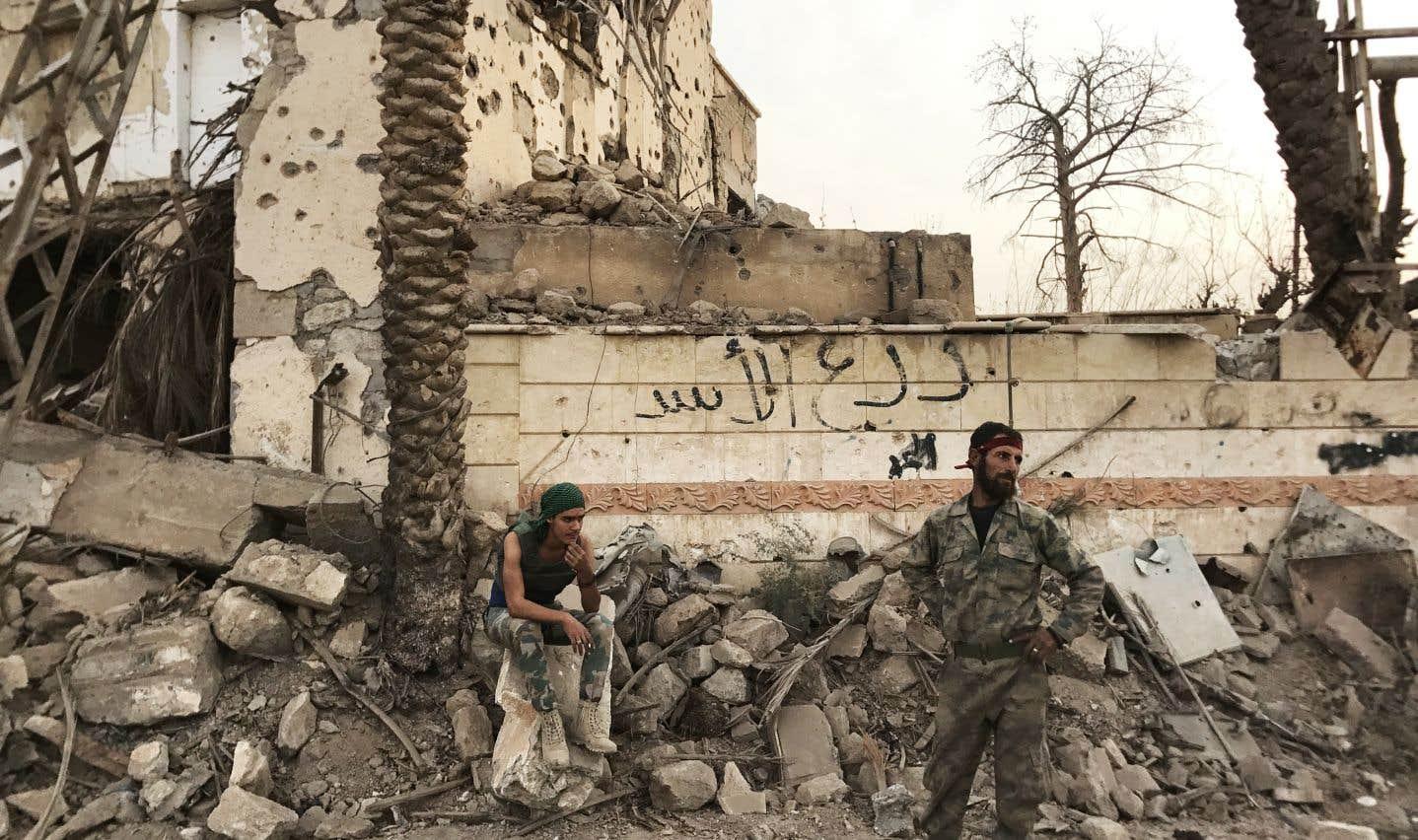 Les raids aériens, menés à l'aube, ont visé le village d'Al-Chafah, sur la rive est du fleuve Euphrate, dans la province de Deir Ezzor.