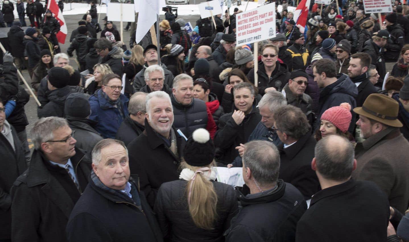 Couillard ouvre une marche de soutien aux employés de Chantier Davie