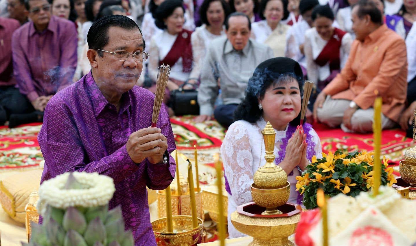 Le premier ministre Hun Sen aux côtés de sa femme, Bun Rany