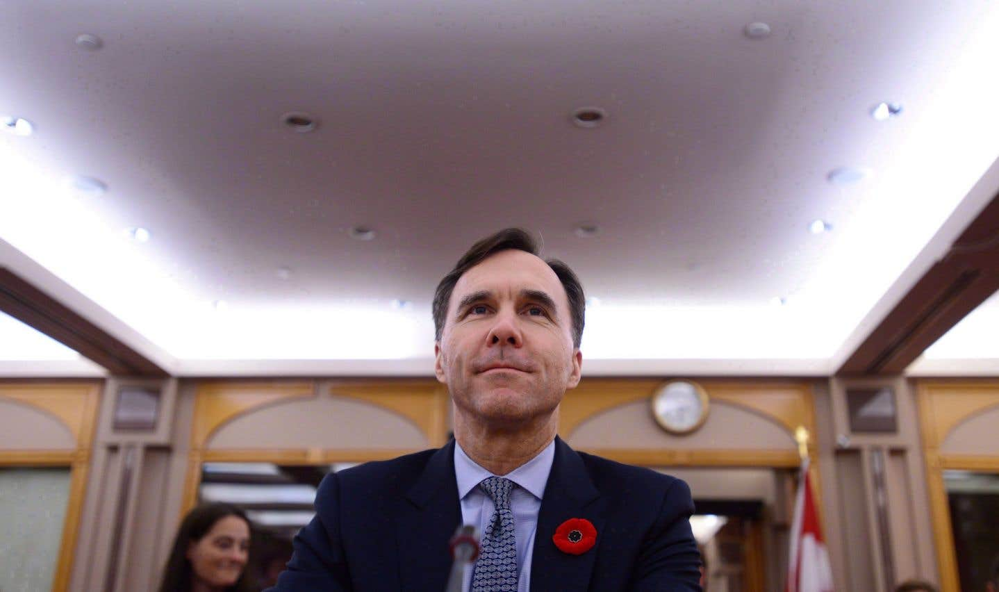 Le ministre des Finances, Bill Morneau, et ses hauts fonctionnaires seraient prêts à lâcher du lest aux villes et aux provinces.