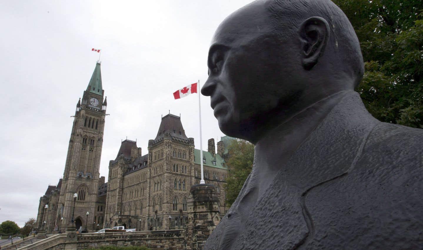 La statue de MacKenzie King sur la colline du Parlement, à Ottawa