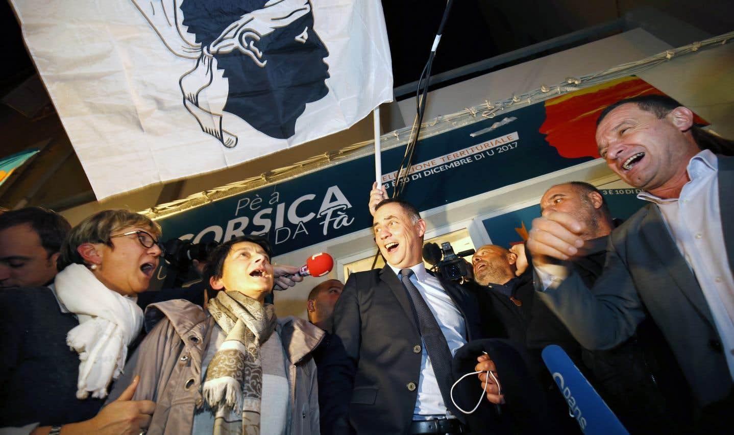 Ce qui est inédit à propos de l'élection territoriale de dimanche dernier, c'est l'ampleur du score: 45% pour la liste Simeoni-Talamoni et 7% sur une liste nationaliste dissidente.