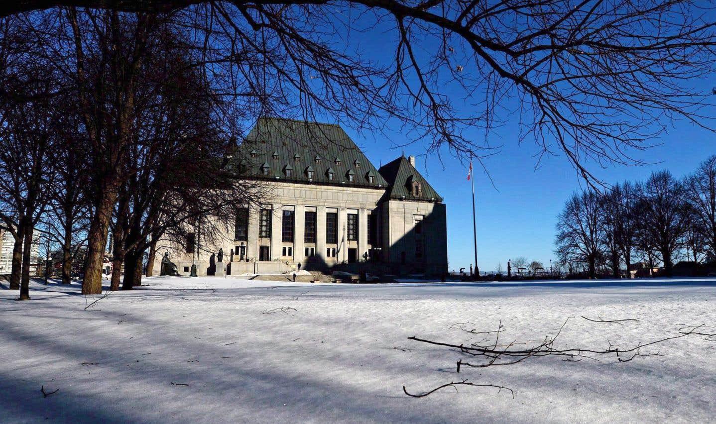 Depuis la Seconde Guerre mondiale, les juges en chef de la Cour suprême proviennent tour à tour du Québec puis du reste du Canada.