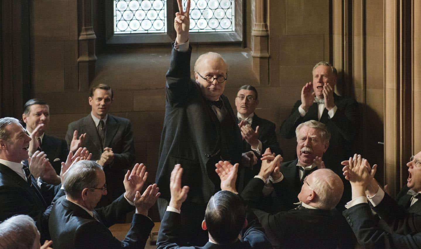 Winston Churchill passa à l'histoire grâce à son talent oratoire et ses positions héroïques.