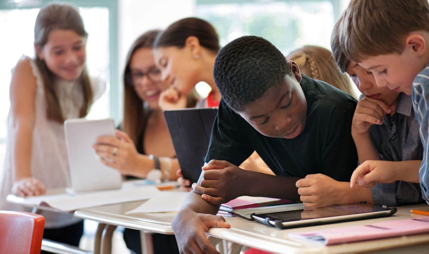 L'éducation à la sexualité devrait débuter dès le primaire et suivre un curriculum «spiralé», ce qui implique de revoir les mêmes thèmes sur plusieurs années.