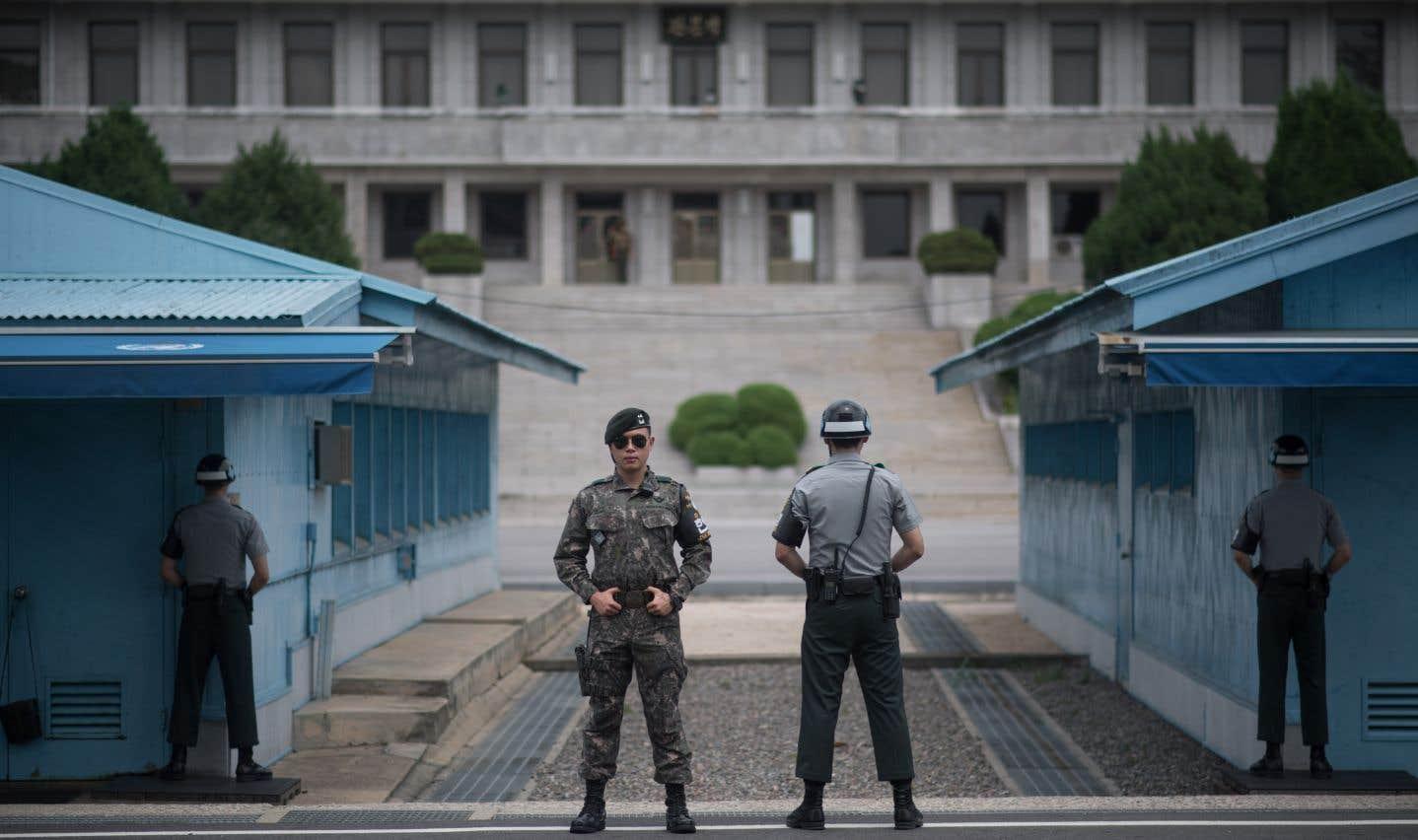 Des soldats sud-coréens montent la garde à la frontière entre la Corée du Nord et la Corée du Sud.