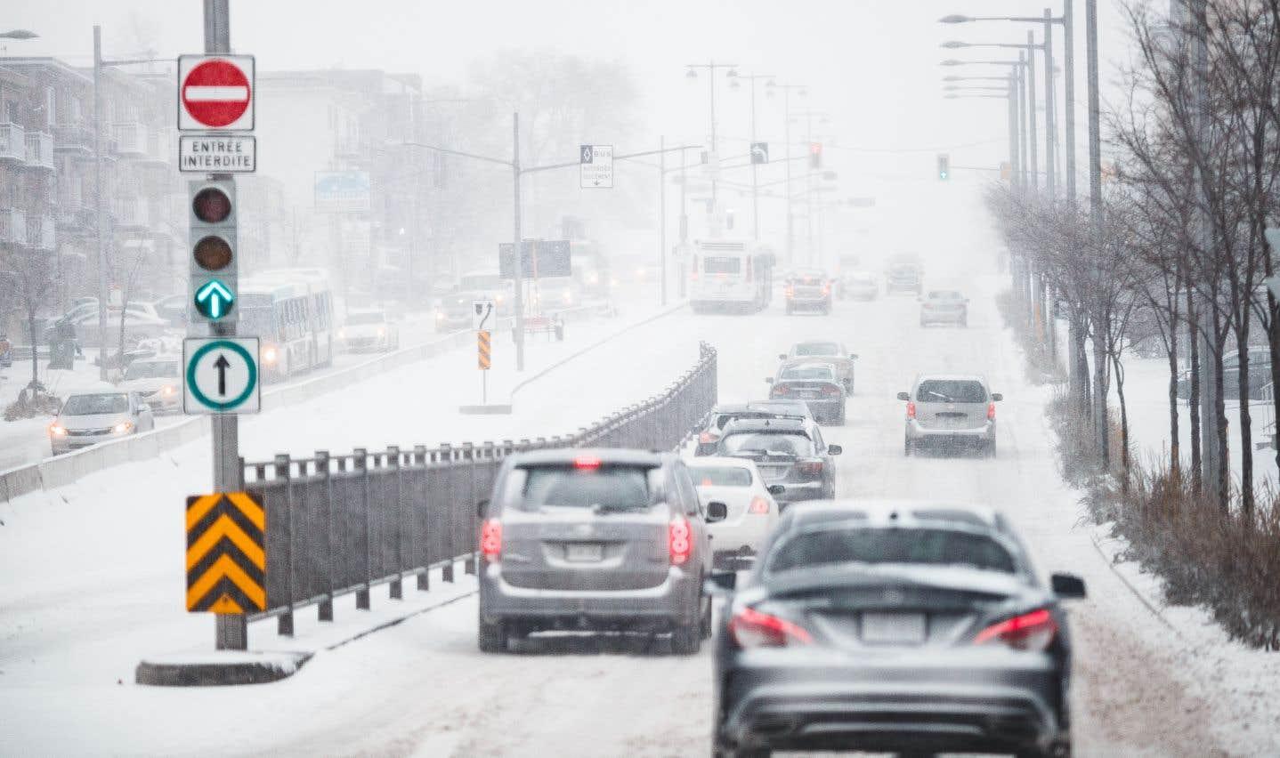 À Montréal, près de 10 centimètres de neige sont attendus, parfois mêlés à de la pluie verglaçante.