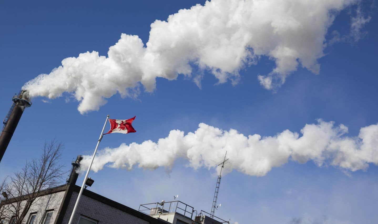 Le gouvernement libéral de l'Ontario a argué que les émissions de gaz à effet de serre sont rejetées dans l'atmosphère sans distinction entre une province ou l'autre, et qu'il importe peu de quel territoire elles émanent.
