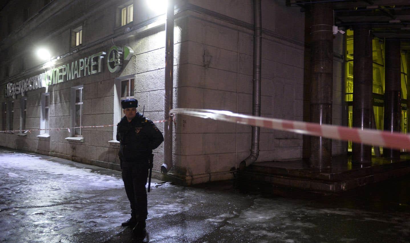 Dix-huit personnes ont été blessées dans l'explosion mercredi soir d'une bombe artisanale d'une puissance équivalent à 200 grammes de TNT.