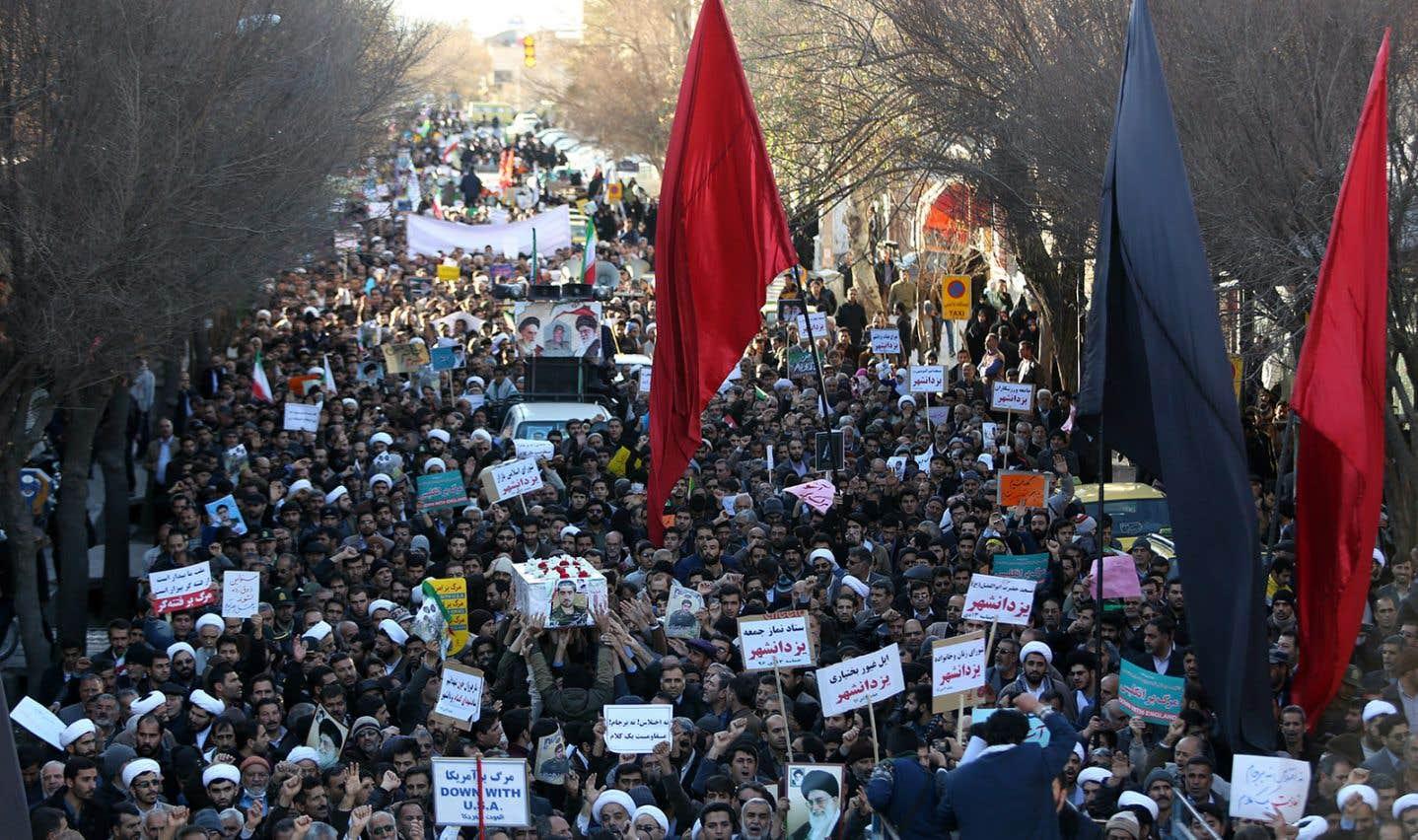 Dans la foulée de manifestations massives de soutien au régime, l'armée d'élite du pouvoir iranien a proclamé la fin du mouvement de contestation, mercredi.