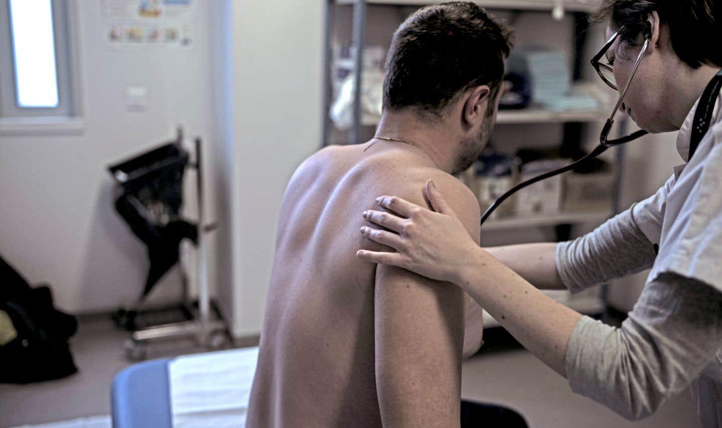 Des patients ont consulté jusqu'à 23 professionnels de la santé quand ils frappent à la porte de la Clinique de la douleur, selon une étude publiée dans la revue «Pain Research and Management».