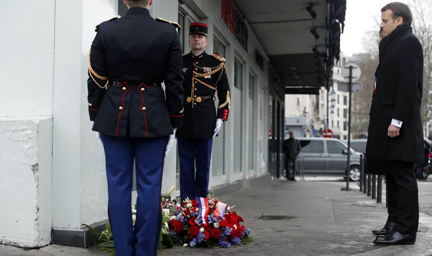 Hommage sobre aux victimes des attentats de janvier 2015 à Paris