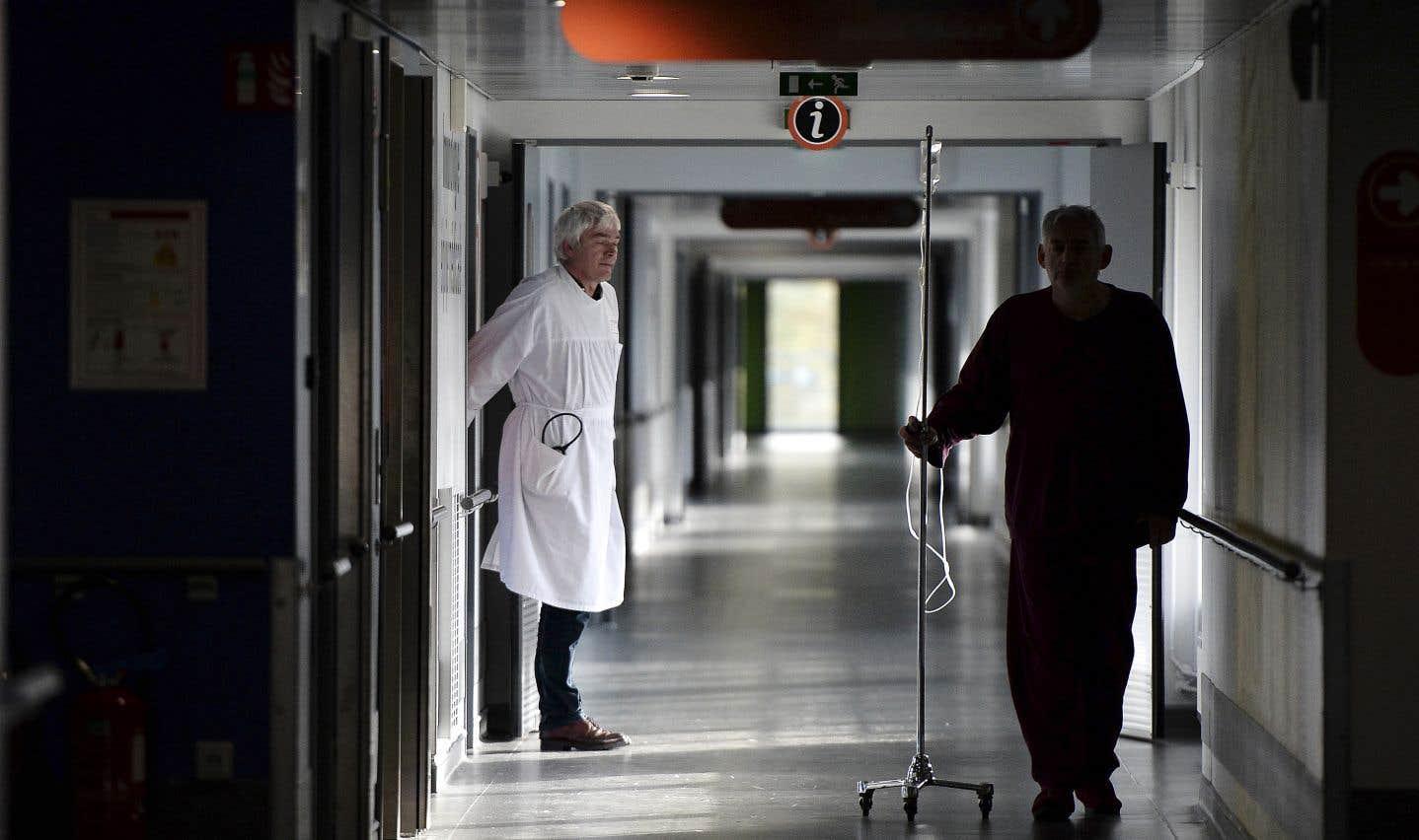Dans l'état actuel des choses, le système de santé et de services sociaux du Québec est en sérieuse crise et on ne voit pas d'améliorations en vue, estime l'auteur.