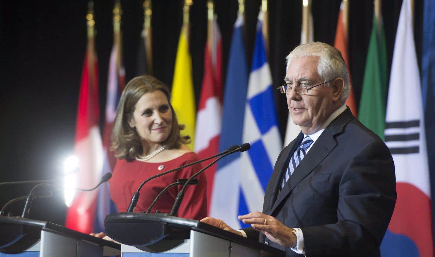 La ministre canadienne des Affaires étrangères, Chrystia Freeland, et le secrétaire d'État américain, Rex Tillerson, sont tous deux organisateurs du sommet.