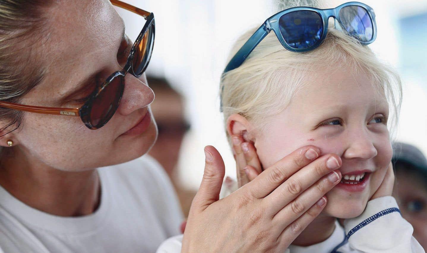 Les nanoparticules peuvent être absorbées par la peau, car elles sont utilisées dans la plupart des crèmes solaires et des cosmétiques pour leur capacité à capter les rayons ultraviolets.