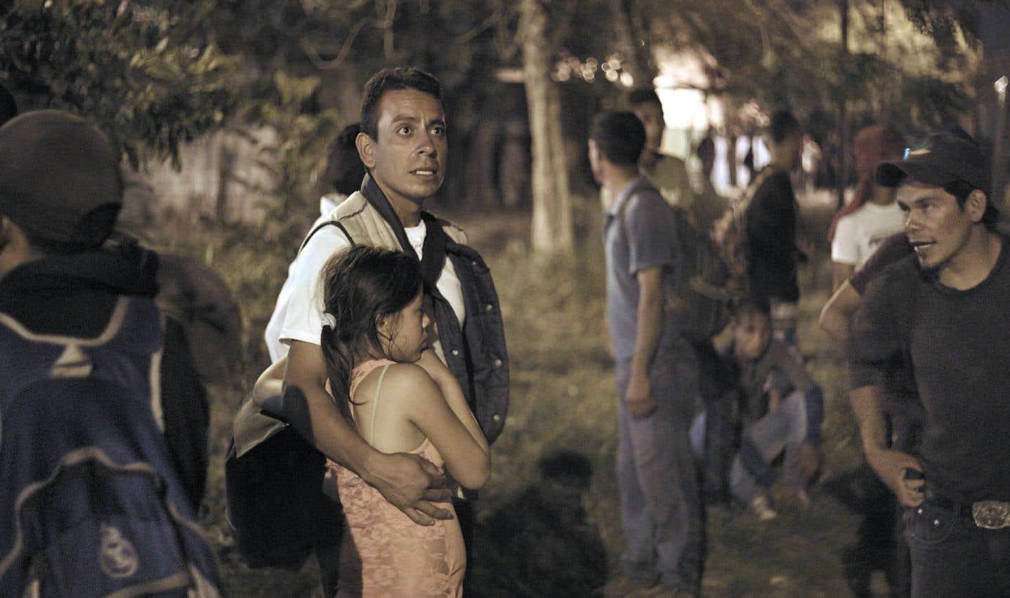 La caméra du documentariste se tient près des réfugiés.