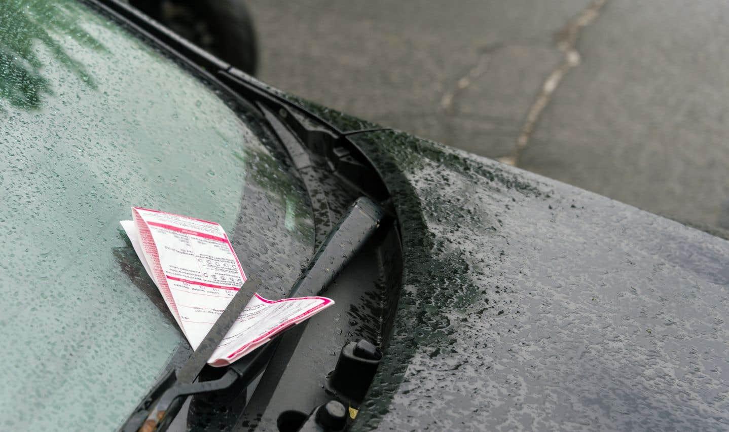 En 2016, la Ville a payé au total 350000$ en primes liées aux amendes infligées aux automobilistes.