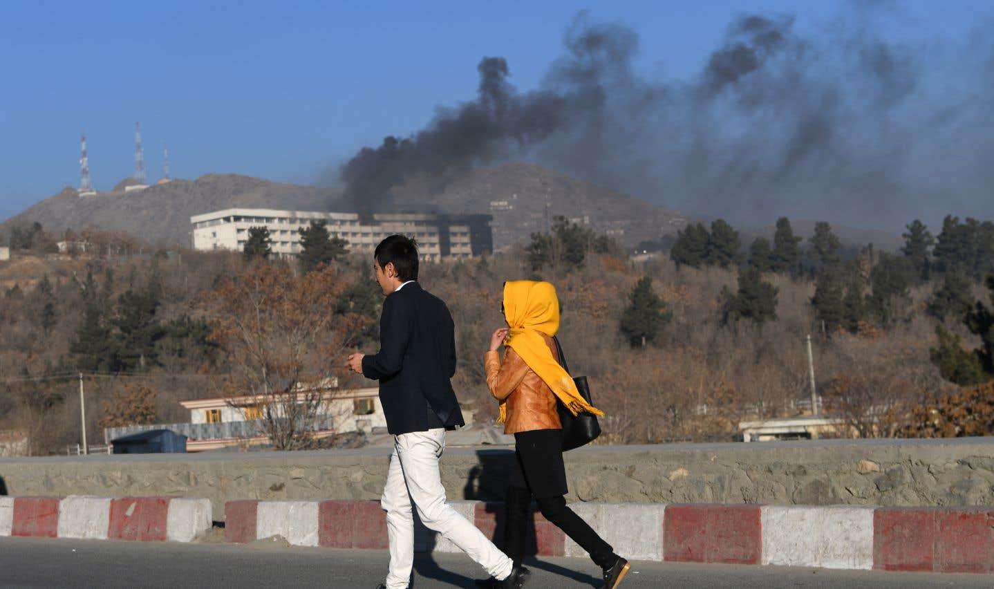 L'attentat revendiqué par les talibans a fait au moins 18 morts à Kaboul