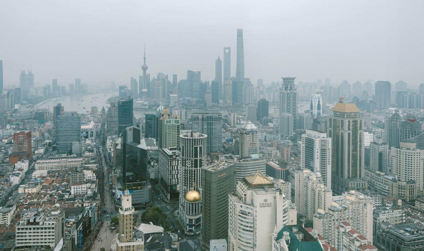 Aux prises avec de graves problèmes de pollution, la Chine tente de réduire de 18% l'intensité carbone de son PIB de 2016 à 2020, et espère pouvoir plafonner ses émissions en 2030.