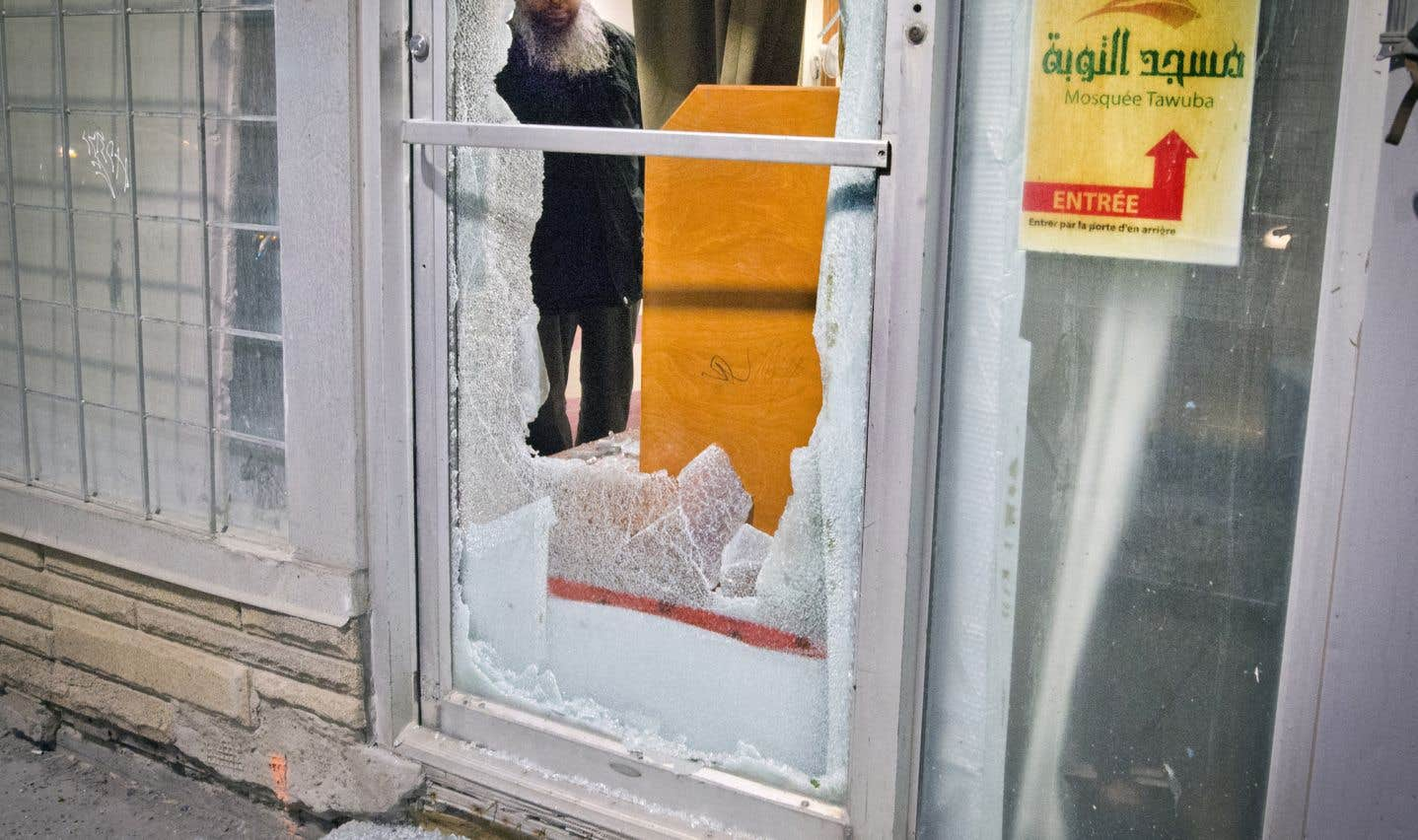 Des vitres ont été fracassées à l'avant et sur le côté de la mosquée Tawuba située sur la rue Ontario Est, près de l'intersection de la rue Fullum.