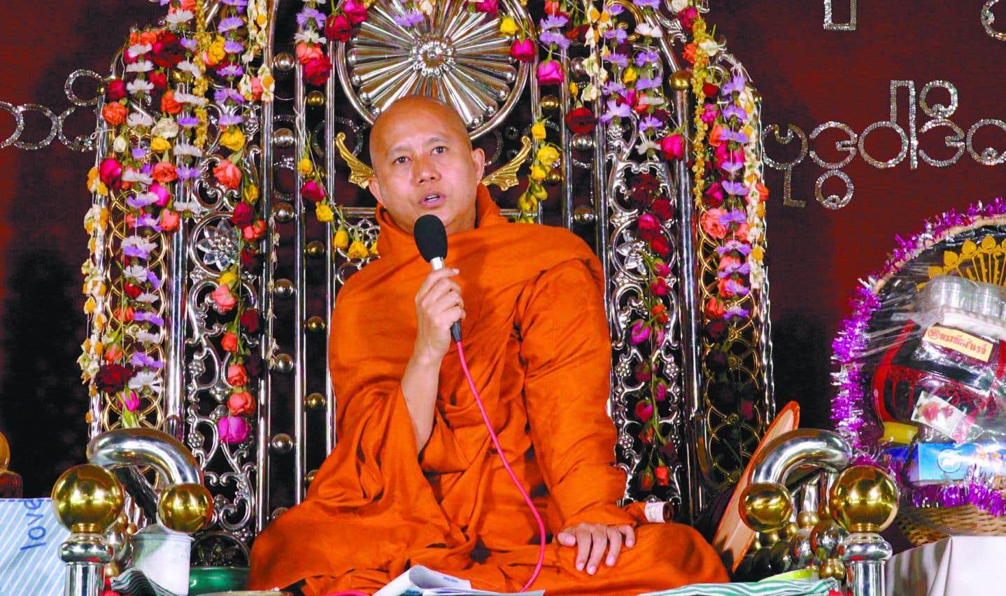 Visiblement ravi d'avoir une caméra braquée sur lui, Ashin Wirathu se livre sans se soucier du jugement, ivre d'influence et de puissance.