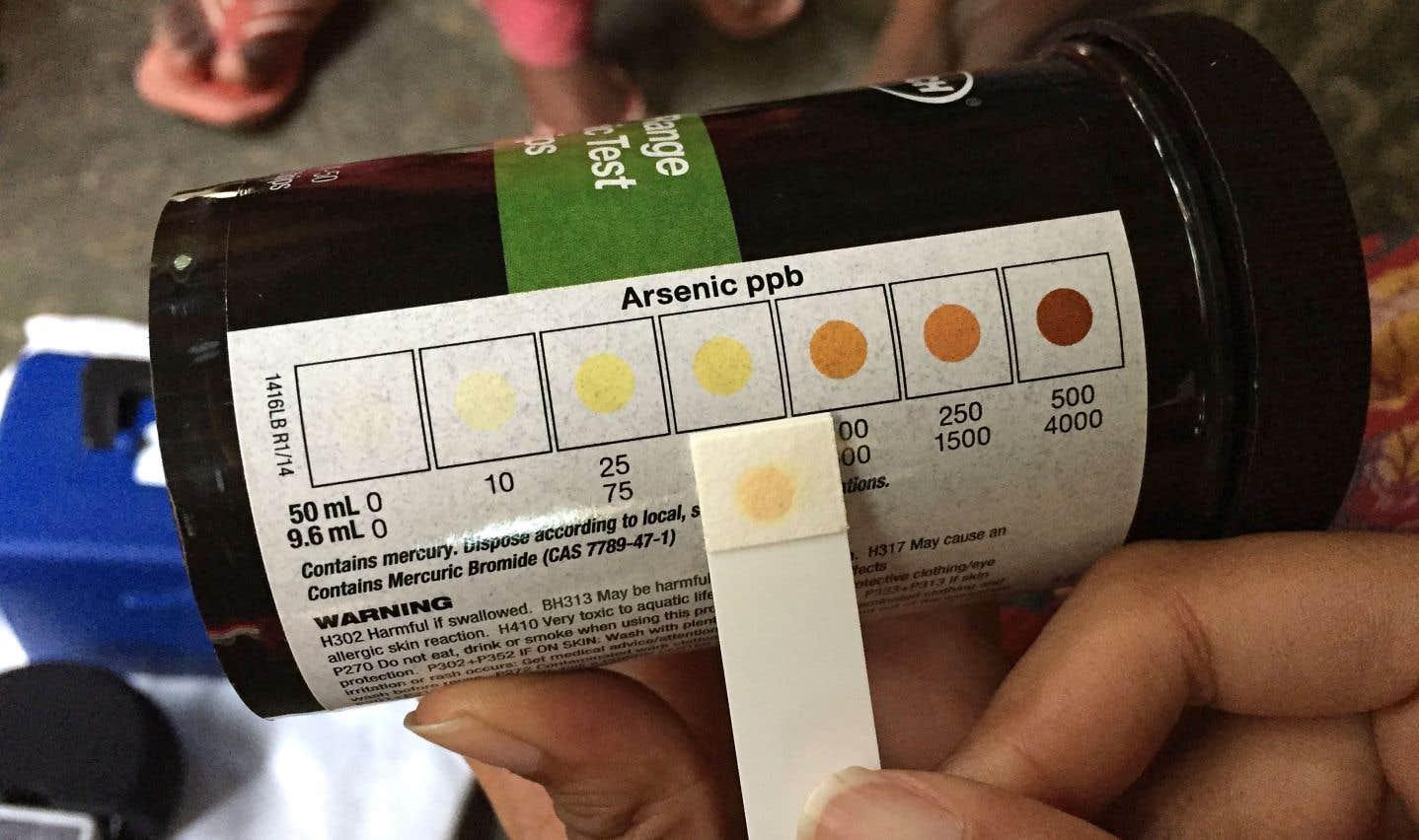 Dans le village de Koila, la teneur en arsenic de l'eau tirée de plusieurs puits artésiens est supérieure au seuil national de 50 microgrammes par litre. L'OMS recommande un taux maximum de 10 microgrammes.