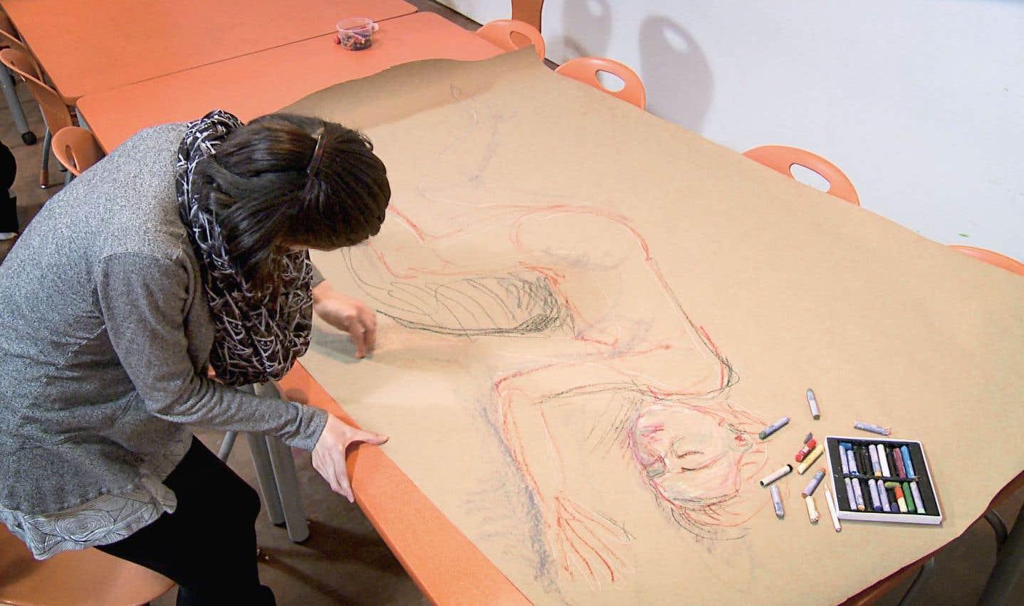 Le programme du Musée des beaux-arts de Montréal, en collaboration avec l'Institut Douglas de l'Institut universitaire de santé mentale Douglas, emploie un art-thérapeute à temps plein, une initiative unique au monde.