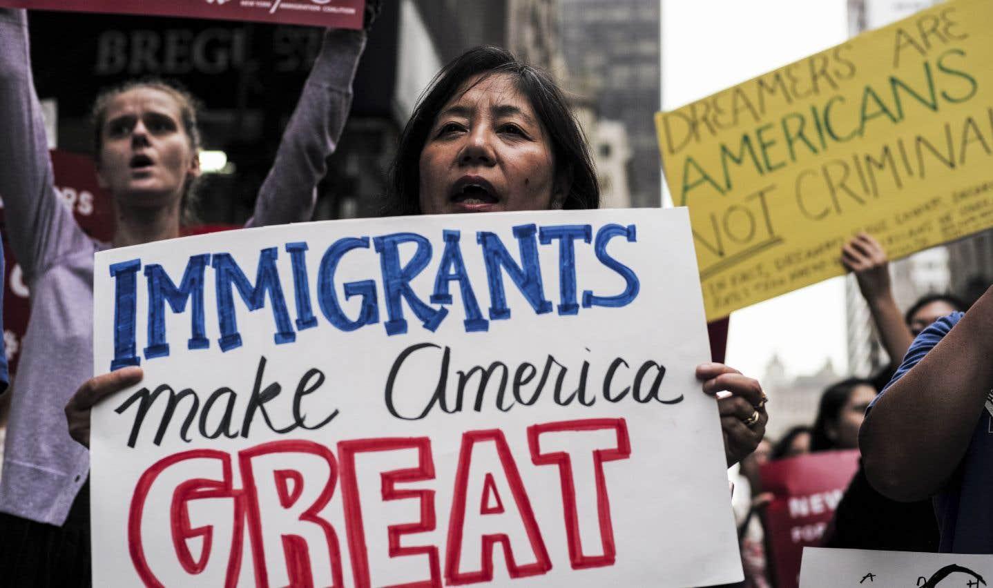 Manifestation contre les politiques d'immigration du président Donald Trump. La mise en œuvre des propositions du président serait considérée comme un mouvement tectonique dans l'histoire des politiques migratoires américaines.