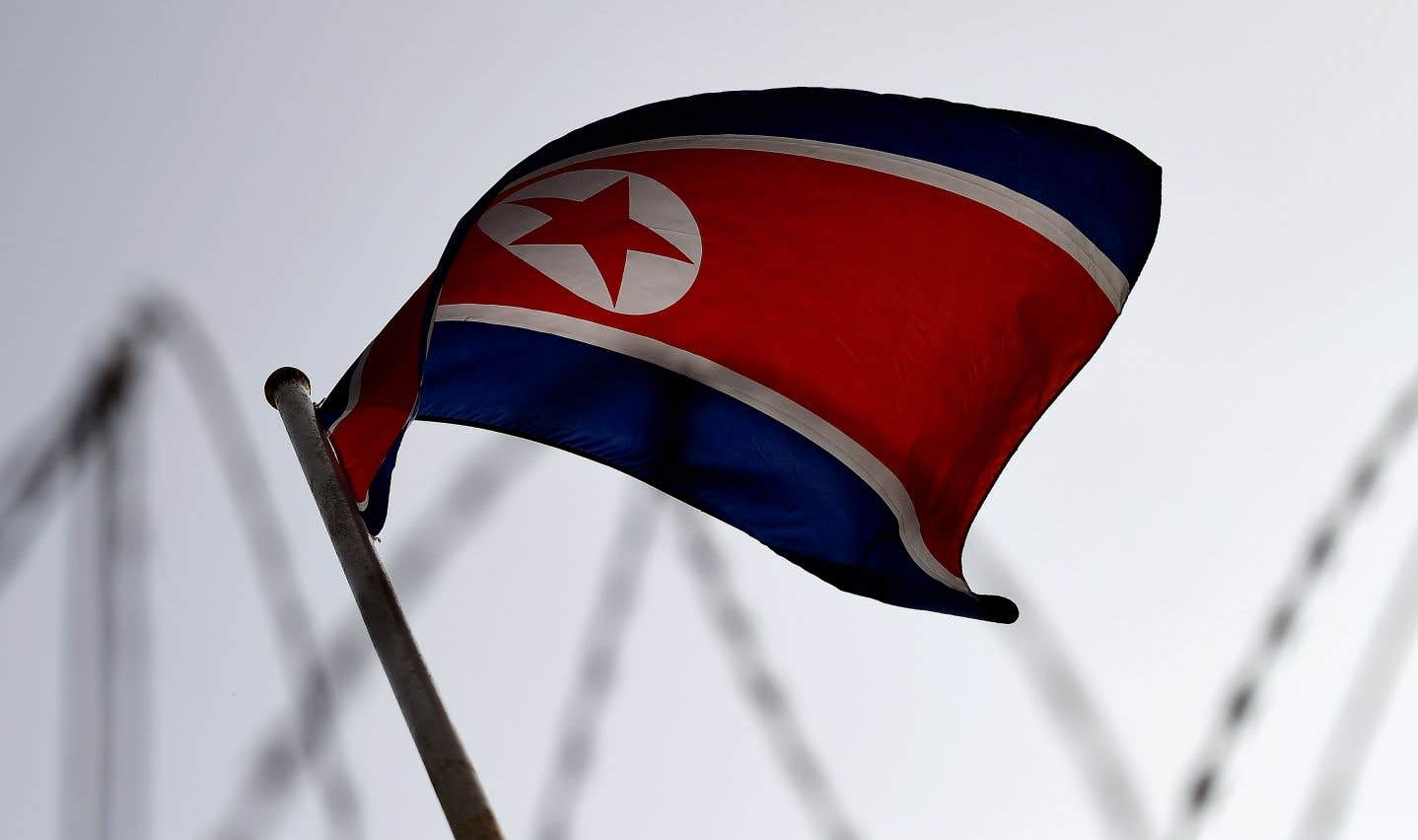En 2017, le Conseil de sécurité a imposé trois séries de sanctions économiques à la Corée du Nord qui touchent notamment ses exportations de charbon, de fer, sa pêche et son textile.