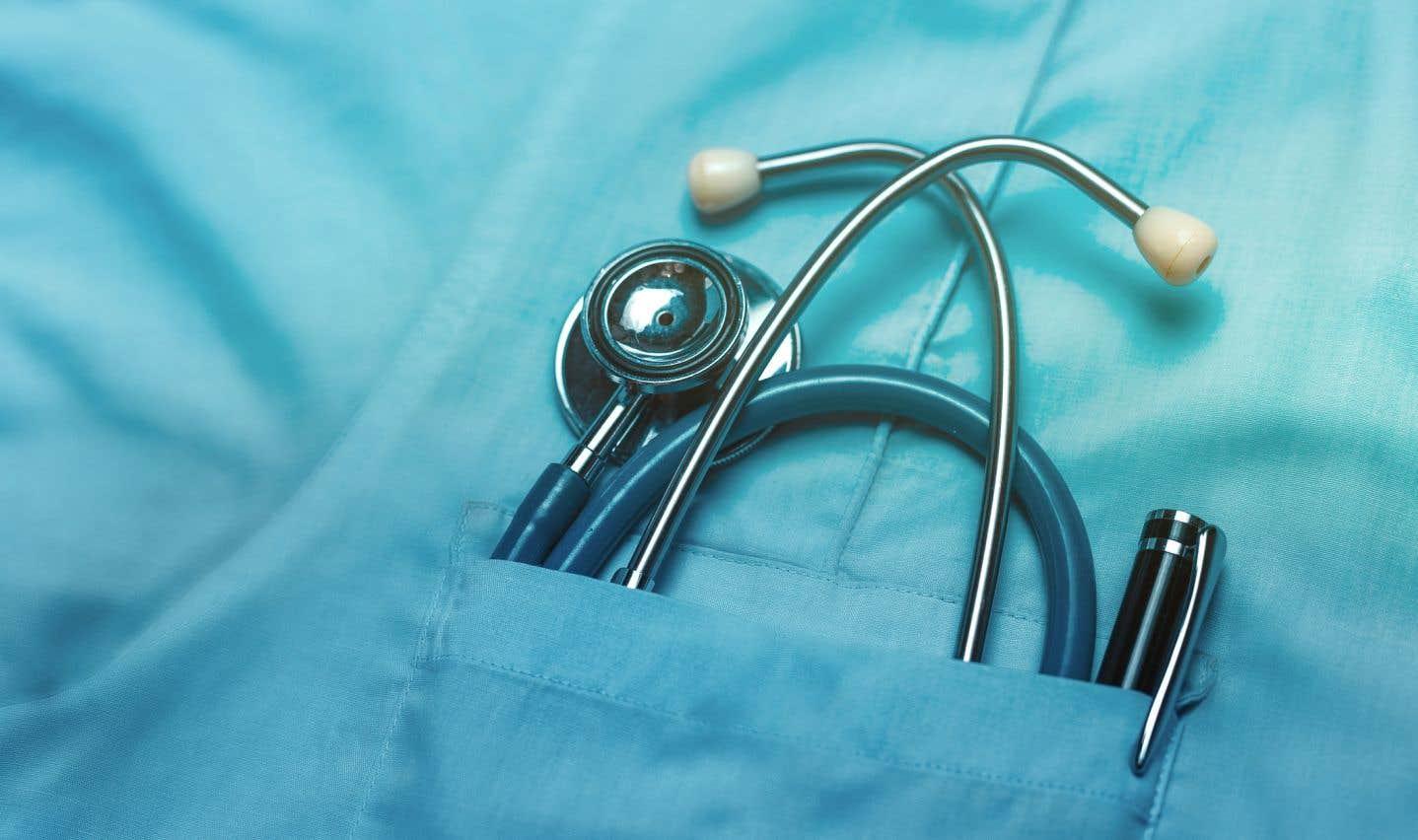 Lors de la dernière négociation en 2011, les médecins résidents demandaient une hausse salariale de 34%, mais n'avaient obtenu que 6% sur cinq ans, comme les autres employés de la fonction publique.