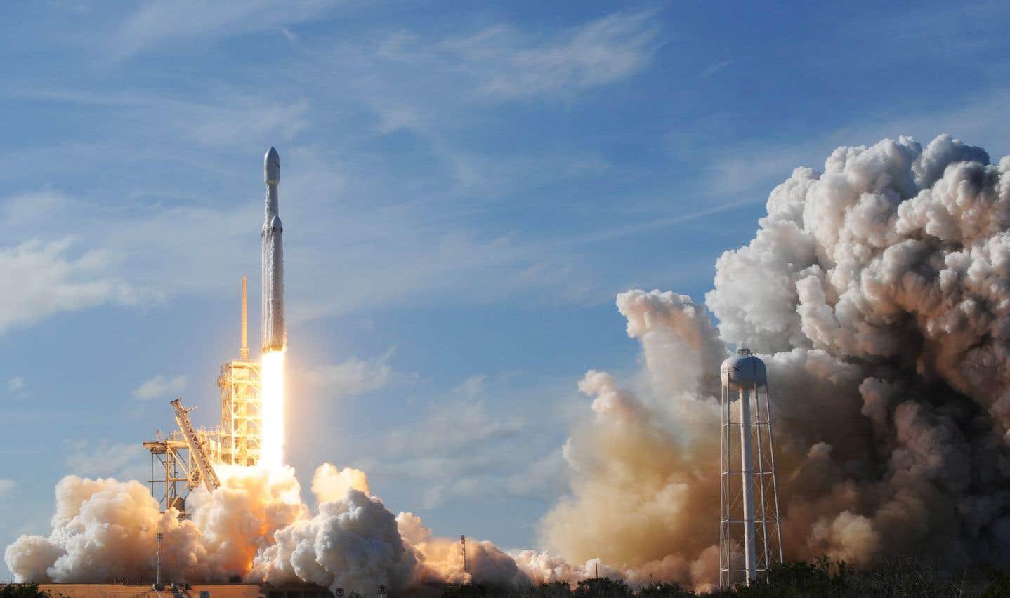 «J'adore l'idée d'une voiture dérivant apparemment à l'infini dans l'espace et qui sera peut-être découverte par une race extraterrestre dans des millions d'années», avait imaginé l'an dernier Elon Musk.