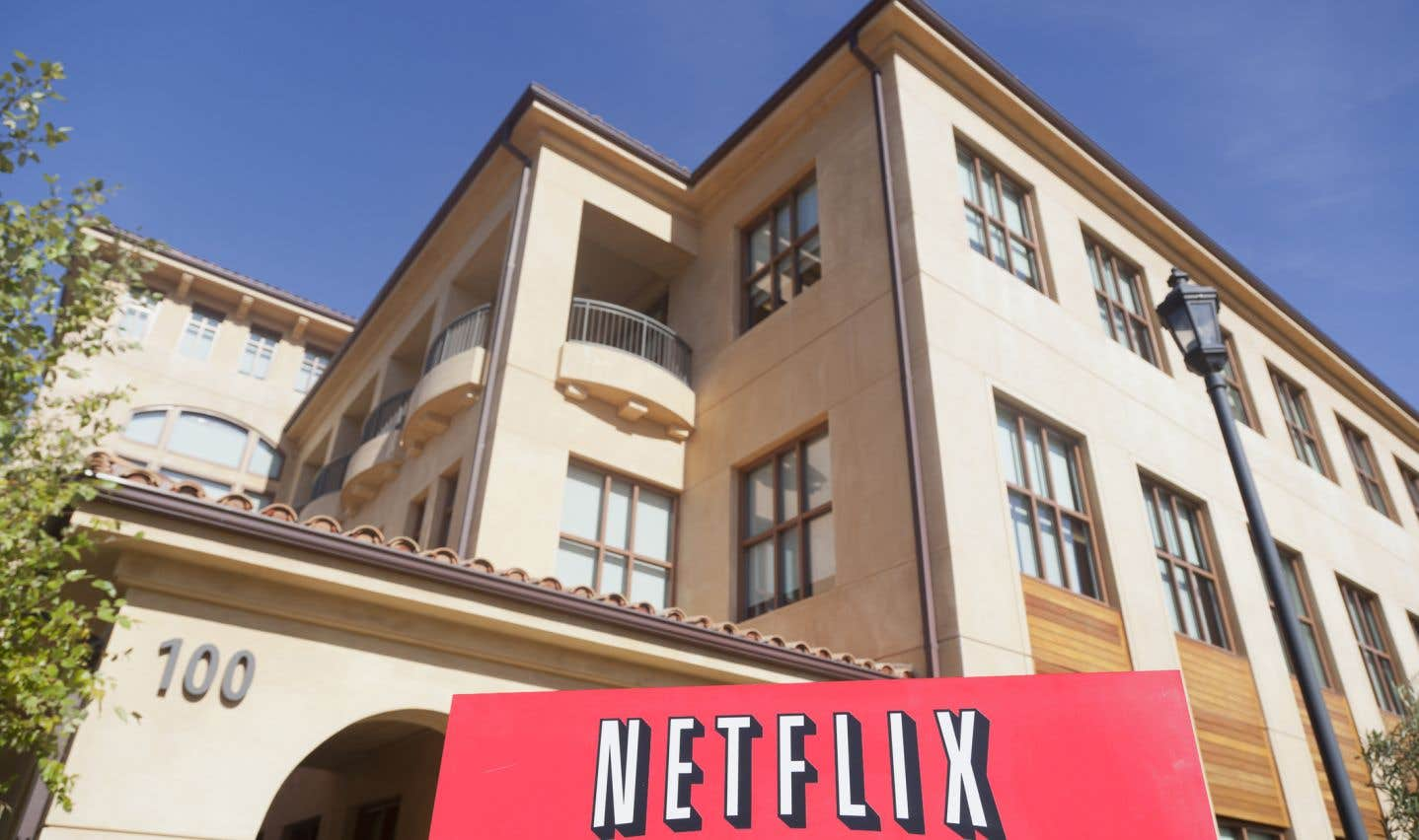 «Vous devez revoir l'entente et soumettre Netflix aux mêmes règles fiscales que toute autre entreprise», écrivent les auteurs à la ministre Joly.
