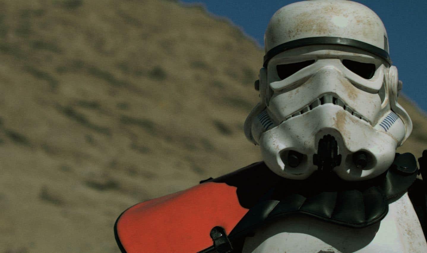 Il s'agit du Stormtrooper qui arrête Luke et Obi Wan sur Tatooine et qu'Obi Wan dissuade de fouiller le véhicule grâce à la Force.