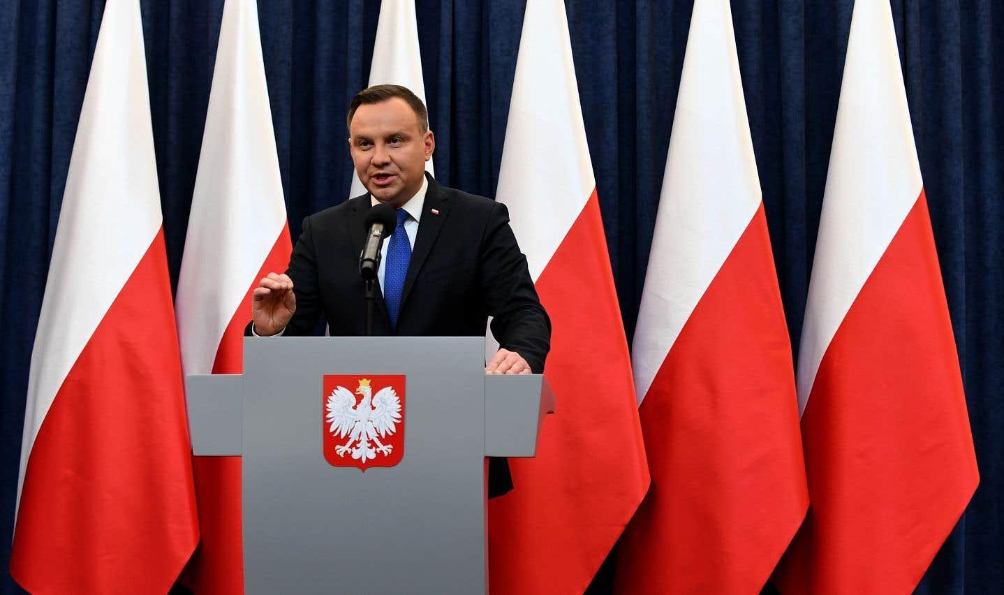 La loi prévoit trois ans de prison pour les personnesqui accusent la nation ou l'État polonais de participation aux crimes de l'Allemagne nazie.