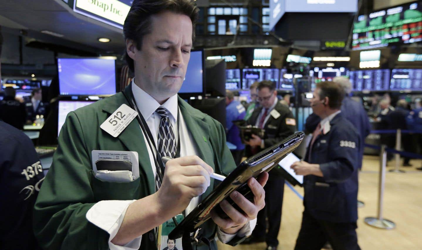 Wall Street, encore convalescente, termine dans le rouge
