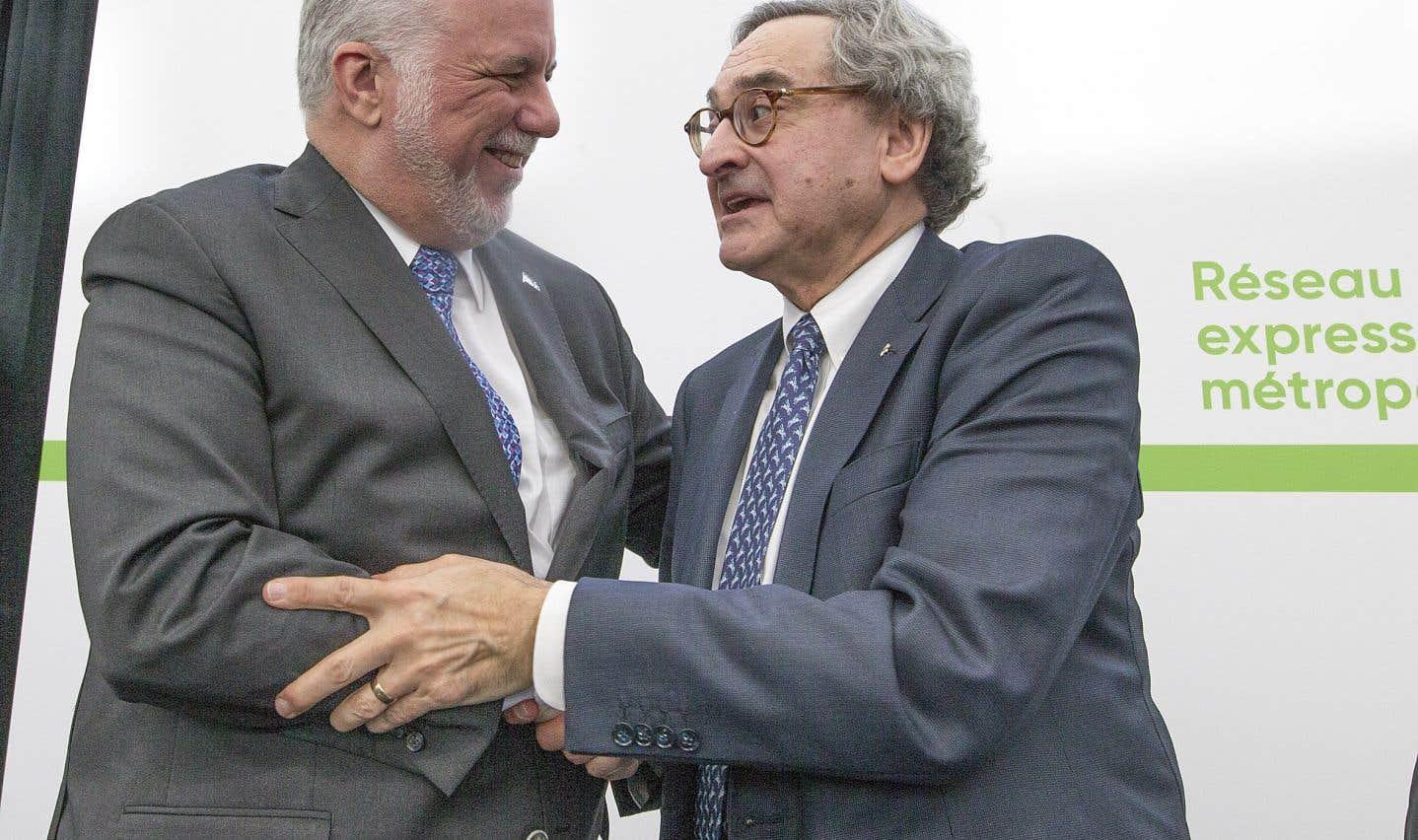 Le premier ministre Philippe Couillard et le président et chef de la direction de la Caisse de dépôt, Michael Sabia, jeudi. La nouvelle mouture du REM coûtera 6,3milliards de dollars, soit 300millions de plus que prévu.