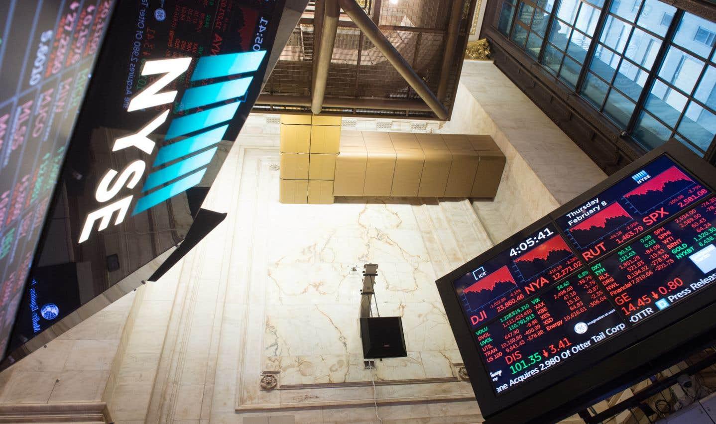 Wall Street avait dégringolé jeudi jusqu'à faire chuter ses indices vedettes de plus de 10%.