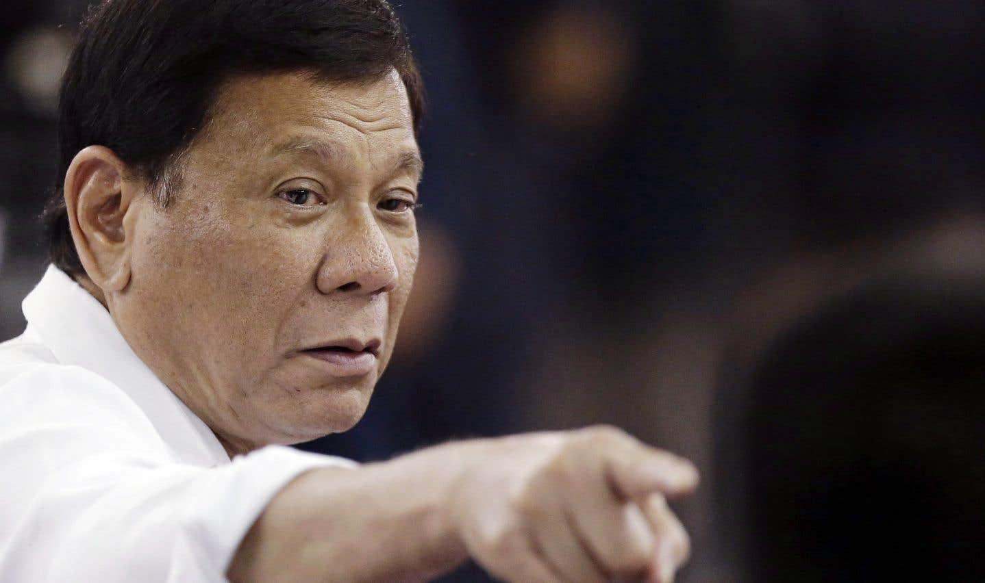 Rodrigo Duterte a ridiculisé la demande d'Ottawa d'utiliser les appareils seulement pour des opérations de sauvetage des troupes ou de rapatriement de soldats tombés au combat.