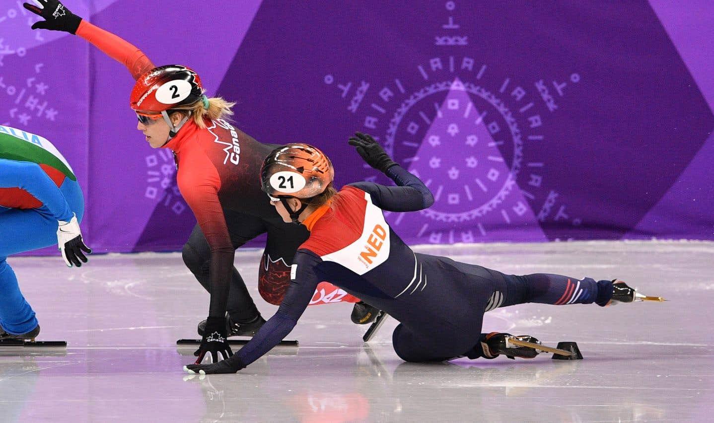 Marianne St-Gelais a provoqué la chute de la Néerlandaise Yara Van Kerkhof alors qu'elle tentait de maintenir sa position.