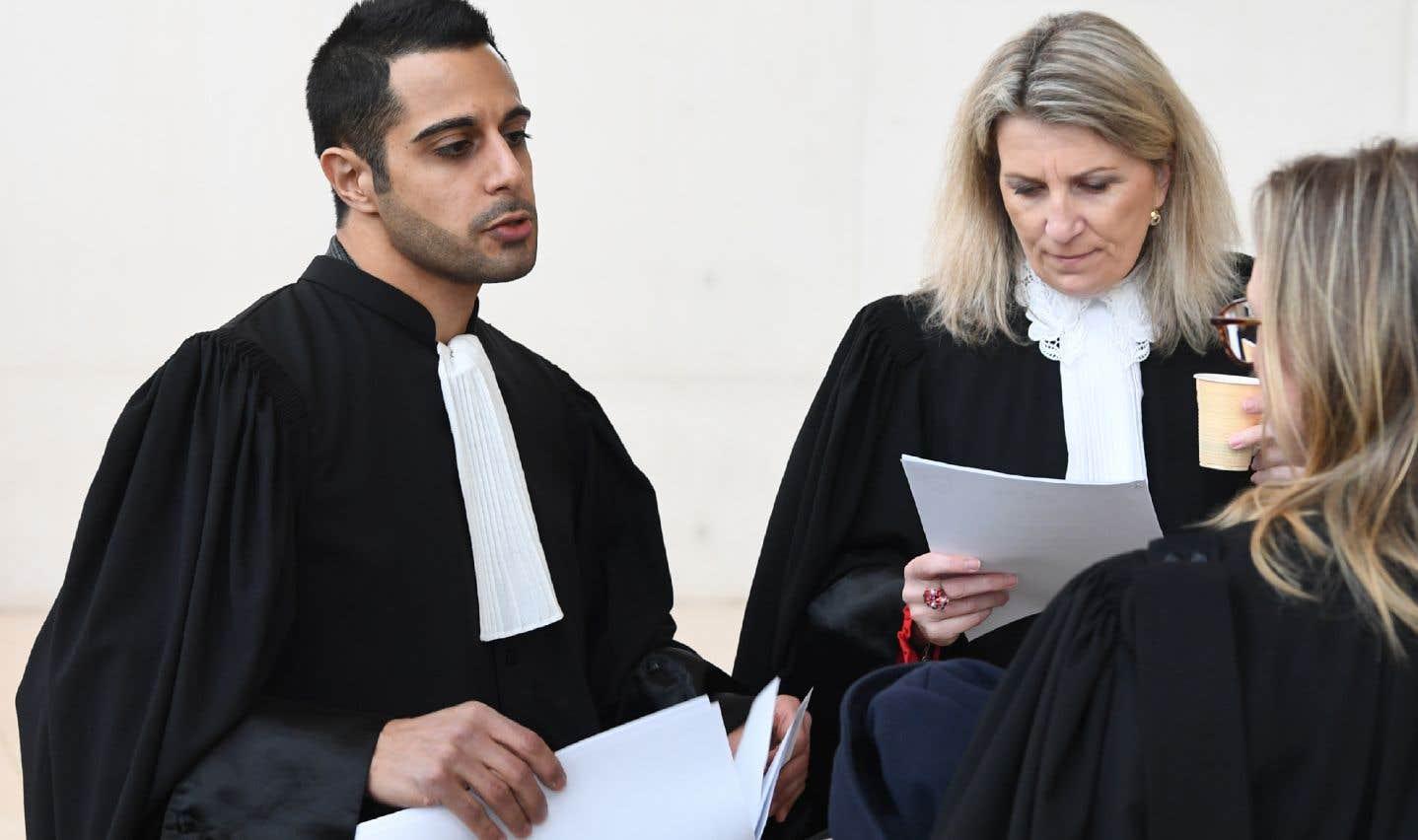 L'avocat de la défense, Me Goudarzian (à gauche), s'est dit déçu par la demande du tribunal de requalifier les faits en viol.