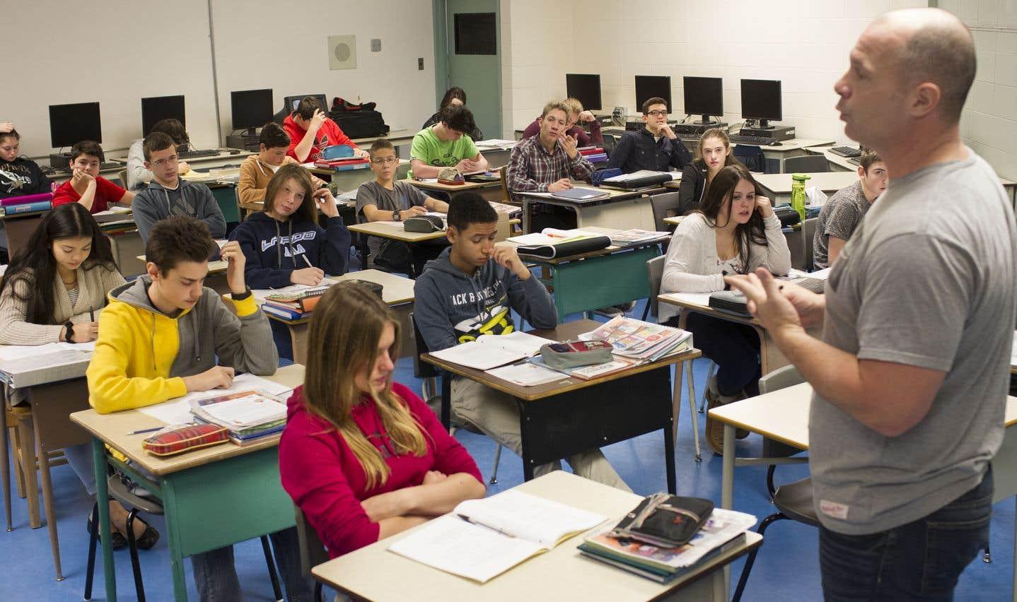La présence de plus d'élèves crée le besoin pour plus de titulaires de classe.