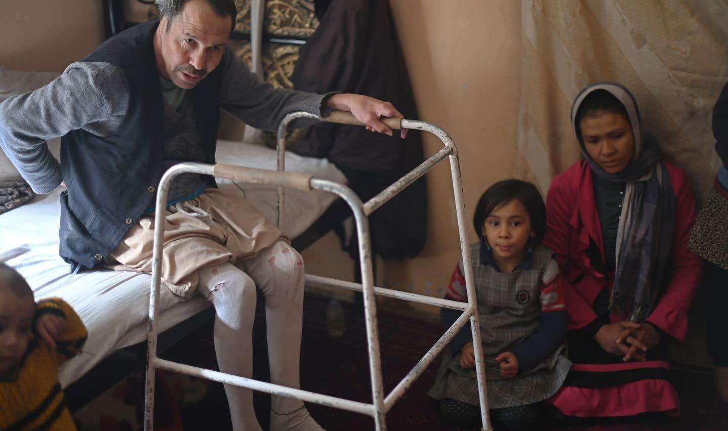 Plus de 10 000 civils ont été tués ou blessés en Afghanistan en 2017. Sur la photo, un homme blessé lors d'un attentat suicide.