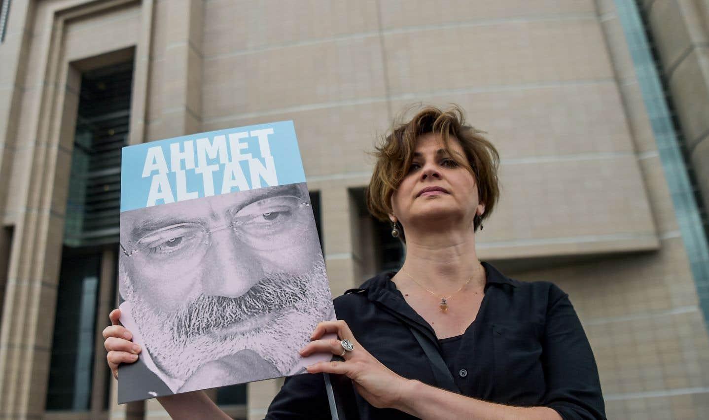Depuis le putsch avorté en 2016, les autorités turques traquent sans relâche ceux qu'elles soupçonnent d'être des partisans du prédicateur Fethullah Gülen, qu'Ankara accuse d'être derrière le coup de force.