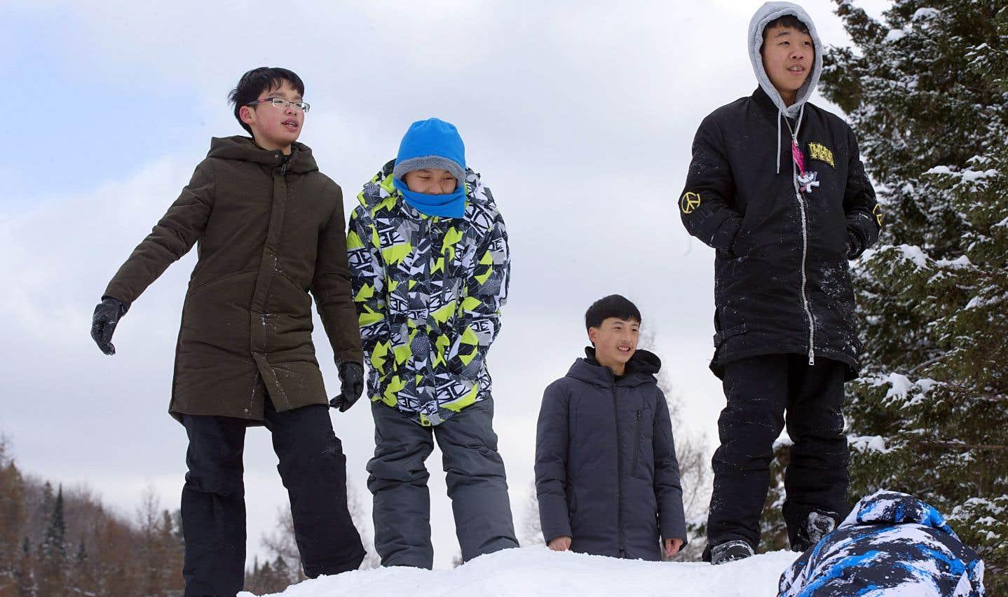 De plus en plus de jeunes en voyage d'études investissent les camps de vacances pour découvrir la Belle Province.