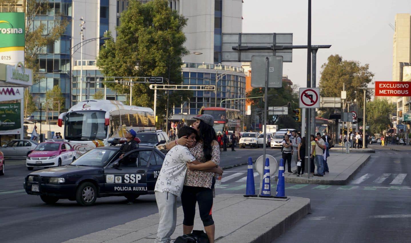 À Mexico, la secousse adéclenché le système d'alarme de la capitale et fait osciller des bâtiments.