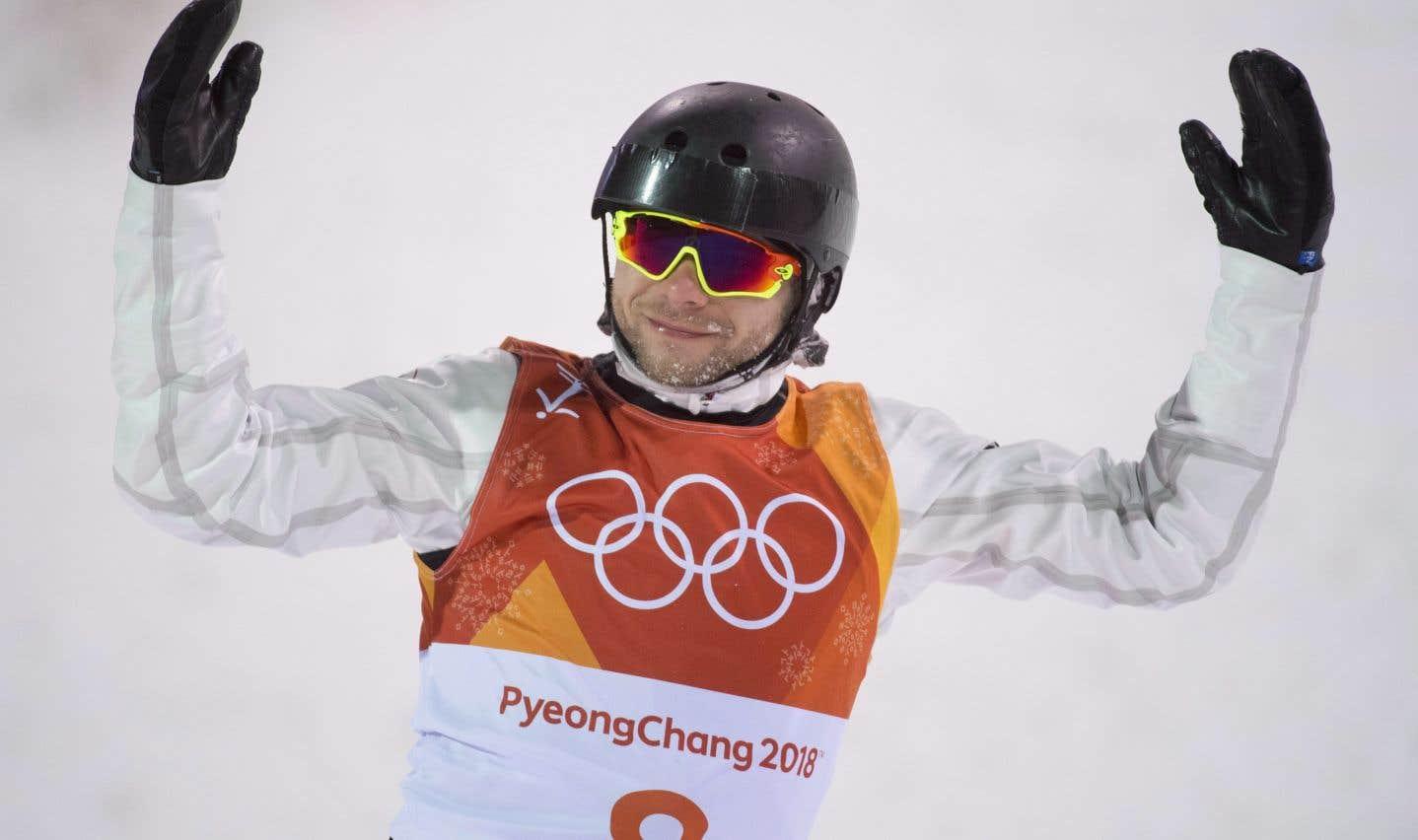 Le skieur acrobatique Olivier Rochon, après son dernier saut de l'épreuve finale, dimanche