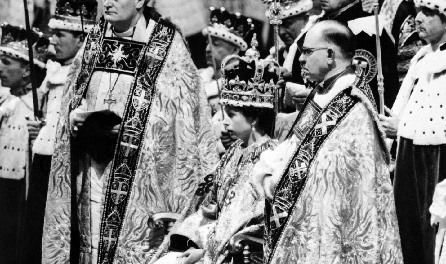 Le couronnement d'Élisabeth II s'était déroulé en direct à la télévision, pour la première fois dans l'histoire du Royaume-Uni, le 2 juillet 1953.