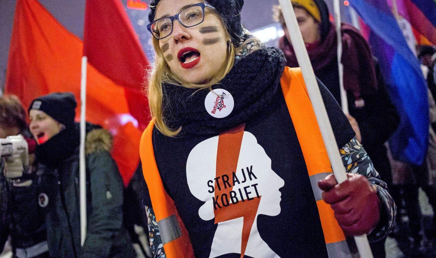 Samedi, des groupes de défense des droits des femmes ont tenu une manifestation pour le droit à l'avortement, à Varsovie.