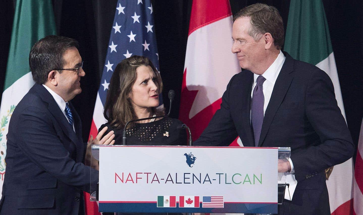 La ministre des Affaires étrangères, Chrystia Freeland, le représentant américain du Commerce, Robert Lighthizer (à droite), et leur homologue mexicain, Ildefonso Guajardo Villarrea