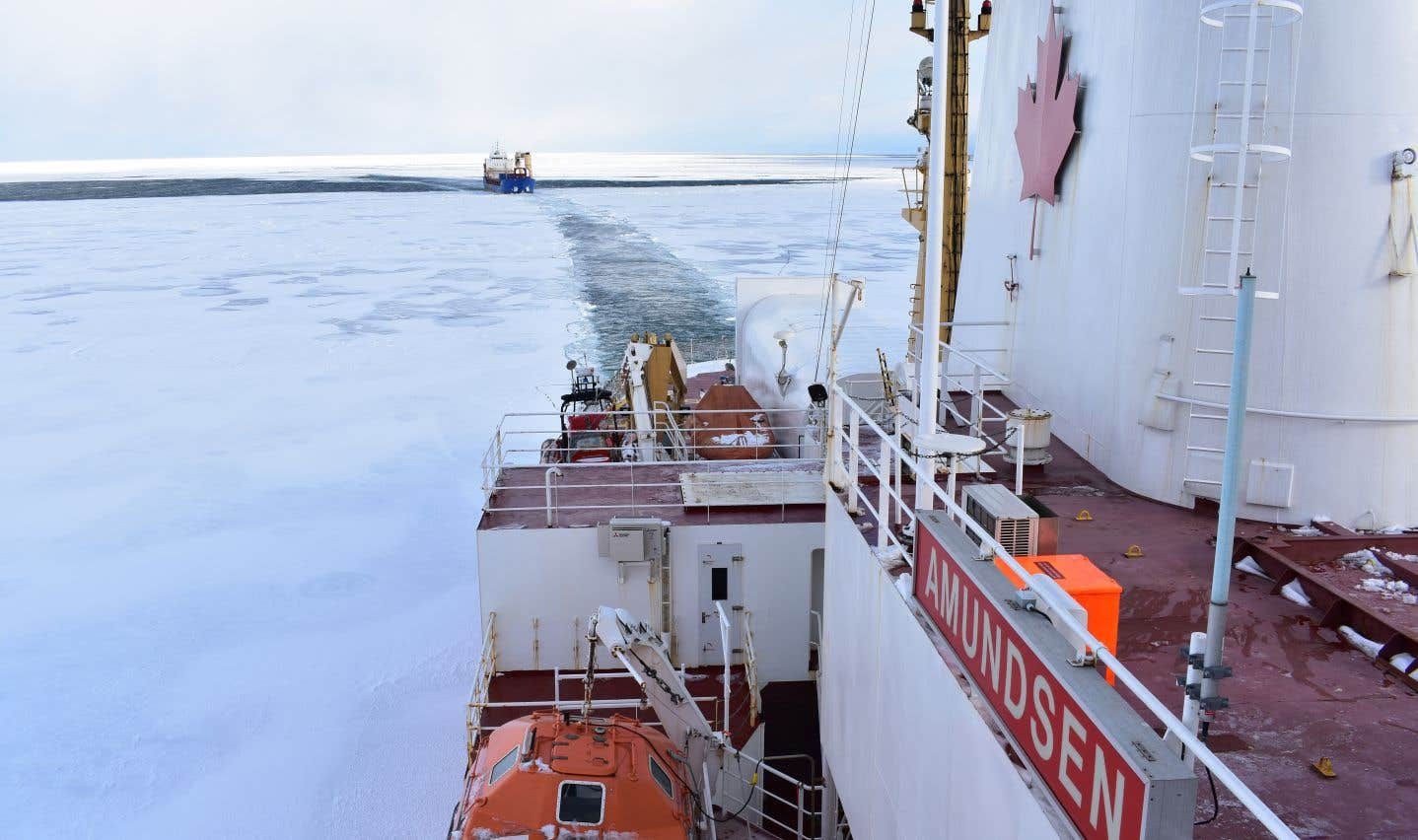 En plus de la mission scientifique, l'Amundsen doit poursuivre l'escorte de navires.